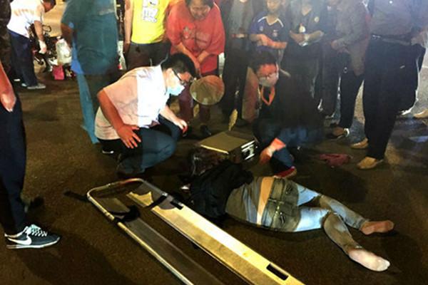 济南无影山路皇岗路路口,一辆奥拓撞上一辆电动车.据了解,当高清图片